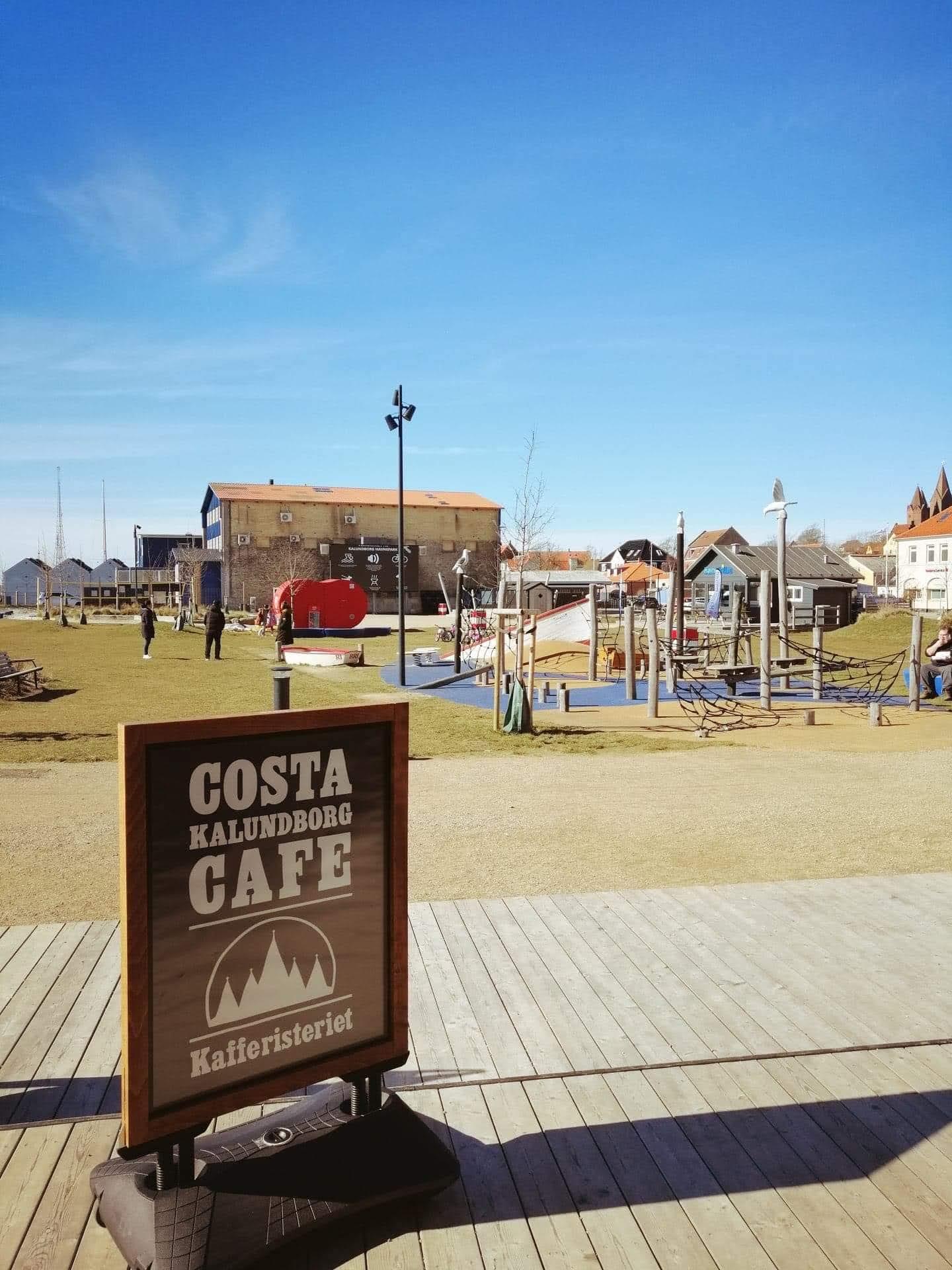 Cafe Costa Kalundborg og legeplads